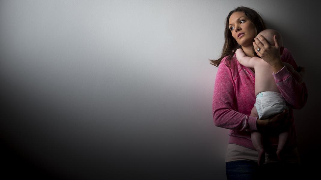 Tror du at du kanskje har fødselsdepresjon er det viktig å snakke med noen om det. Enten det er helsesøster, fastlege, jordmoren du gikk til i svangerskapet, eller noen andre. Det er hjelp å få. Illustrasjonsfoto: iStock
