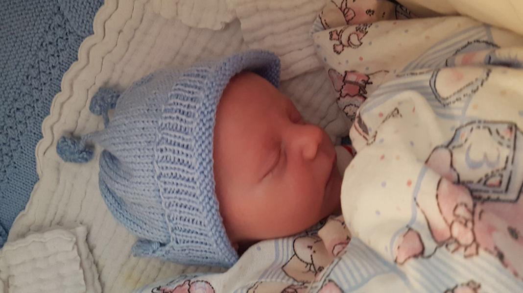 En liten fantastisk gutt på 3504 gram og 51 centimeter. Foto: privat