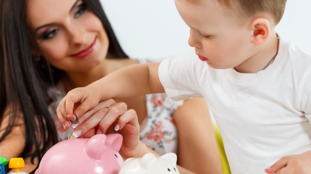 Å lære barnet tidlig økonomi kan virke forebyggende i forhold til økonomiske problemer som voksne. Illustrasjonsfoto: iStock