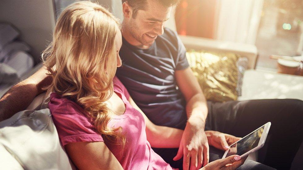 Det er viktig å bevare romantikken i forholdet – også (eller kanskje særlig) når man får barn. Illustrasjonsfoto: Shutterstock