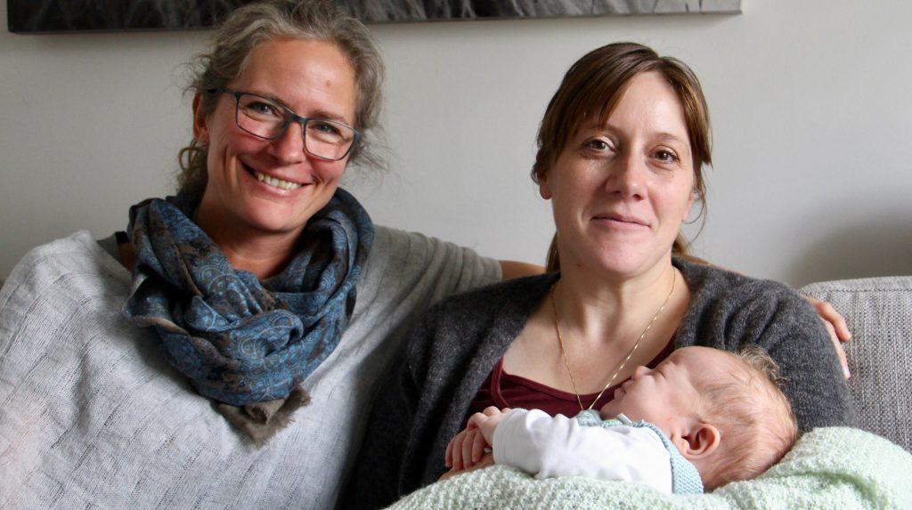 Jordmor Ragna, Mona og vesle Henning. Foto: Maren Eriksen