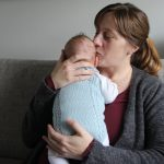 Mona prøver å nyte babytiden med Henning. Foto: Maren Eriksen