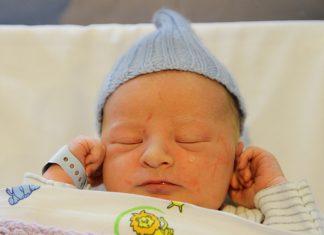 Fødselshistorie mor fødte på gresset utenfor sykehuset