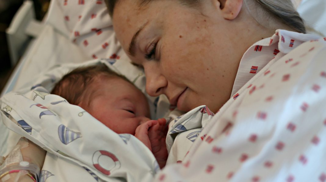 Helene Ragnhild sammen med datteren Lykke Marie
