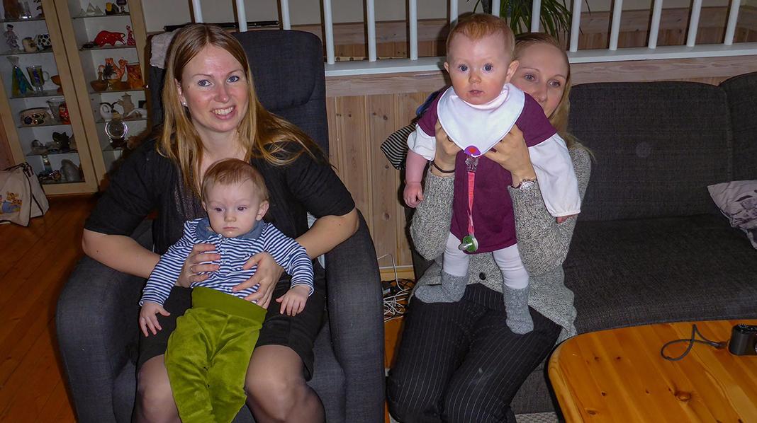 Storesøster Liv Anette (til venstre) og lillesøster Marit Cesilie fødte med bare en måneds mellomrom. Foto: Privat