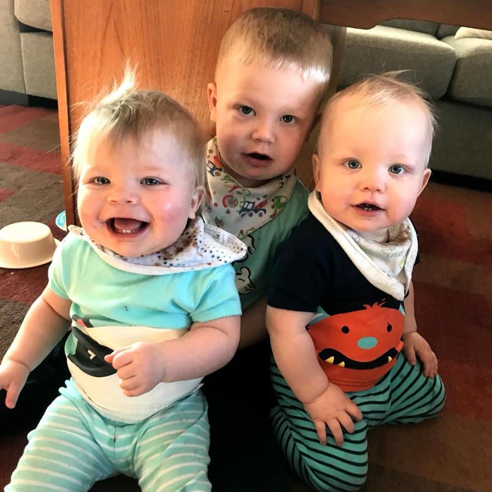 Dexter, Dennis og Aria.