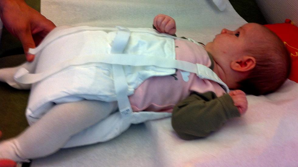 Caja Martine fikk påvist avvik i hoftene allerede på sykehuset. Hun ble behandlet med Frejkas pute. Alle foto: privat