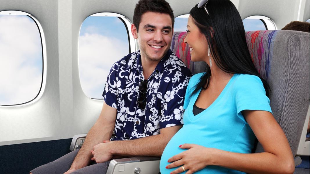 De fleste flyselskap tillater gravide å reise fram til uke 36. Illustrasjonsfoto: iStock