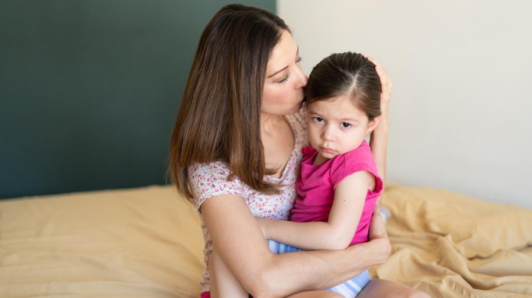 Treåringen vil helst ha mamma for seg selv. Illustrasjonsfoto: iStock