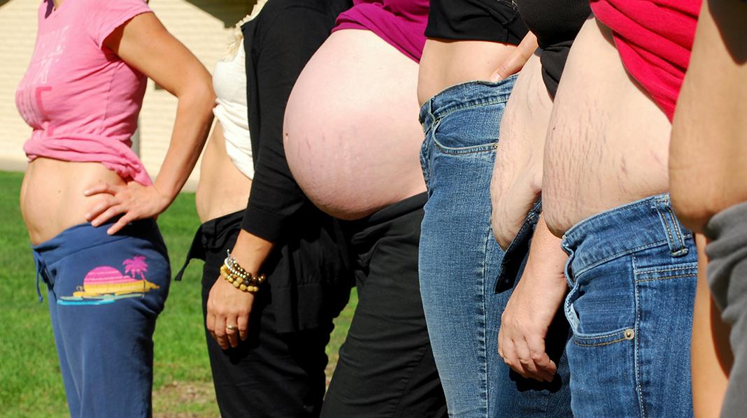 Kroppene våre er forskjellige etter å ha båret fram ett eller flere barn. Alle foto: theshapeofamother.com