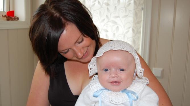 Anette fikk diagnosen bipolar lidelse da Sofie var ett år. Her fra dåpsdagen til nummer to, Sindre. Alle foto: Private