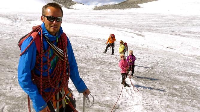 Eivind, kona Katrine og barna Gjendine, Marikken og Ea på vei opp til Galdhøpiggen i fjor sommer. Alle foto: Eivind Eidslott