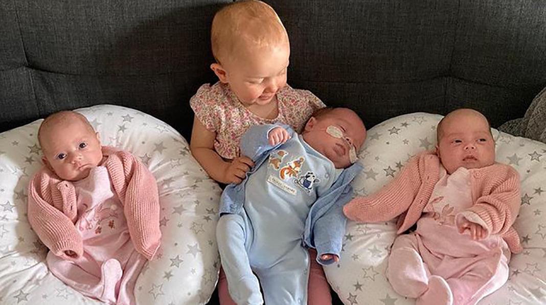 På litt over 11 måneder ble Jessica mamma til denne gjengen. Alle bildene i artikkelen er hentet med tillatelse fra Jessicas Instagram-konto @tripletmum_plus2girls